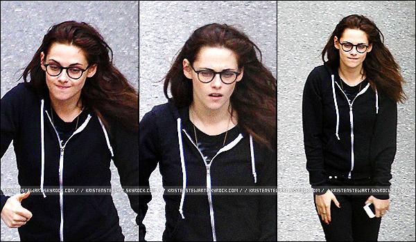 → Le 20 septembre 2013 - Kristen Stewart a été photographiée en train d'arriver à son hôtel en Suisse. Plus tard dans la soirée, notre Kris a été repérée dans un restaurant avec des amis. (voir ci-dessous) ..[/alig fen]