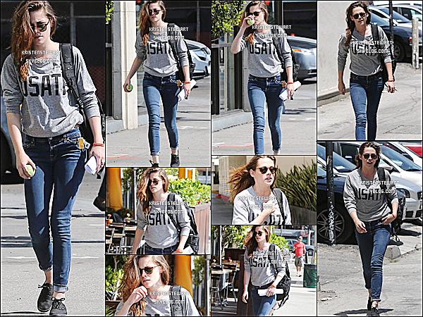 . 13/06/2013 - Kristen Stewart à été aperçue se baladant seule dans le célèbre quartier de Beverly Hills. TOP. Ceci est un article flash-back afin de compléter les mises à jours et de faire de www.KristenStewart.skyblog.com une source complète. ! .