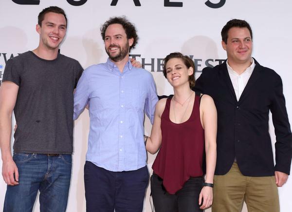 .EVENT. | .02/08/2014. .  › Kristen et sa co-star Nicholas Hoult étaient à la conférence de press à Tokyo, pour Equals ! Était aussi présent Drake Doremus (réalisation) et Michael Pruss (producteur) ainsi que la productrice Ann Ruark.