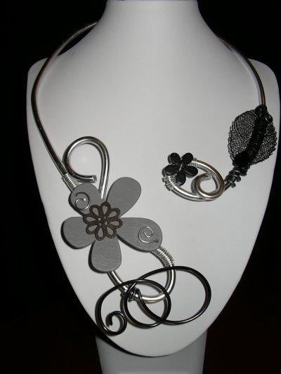 un nouveau collier et un nouveau bracelet