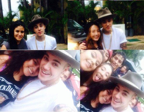 2 Juin 2014 - Cancun (Mexique) : Justin pose avec des fans en arrivant à la maison louée