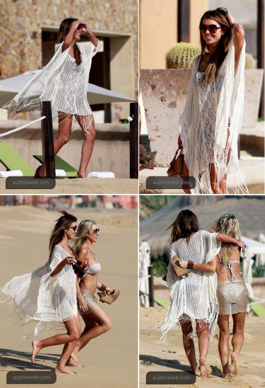 Audrina avec une amie sur une plage de Cabo