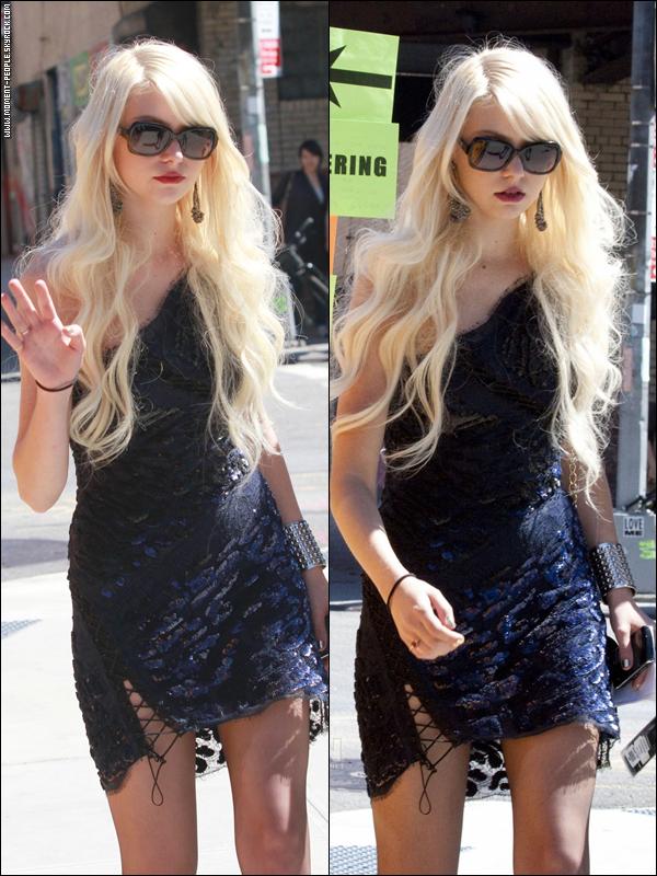 30AOÛT~Taylor Momsen sur le Set de Gossip Girl à New York .