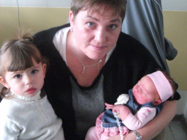 voici ma fille laetitia et ma filleule shayna née le 26 novembre 2010