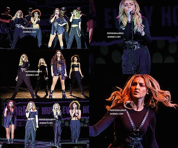 """. 12 / 06 / 14 : Les Little Mix performés au """"AMPLive"""" à Détroit aux États-Unis. Par la suite, elles ont posés toute souriante avec leurs fans américains toujours dans le Détroit. ."""