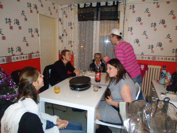 Jenny, Steeve et leur petite puce, élo, dodoche, kévin et moi ki prenais la foto...tous réunis pour passer un BON REVEILLON 2012 !!! :)