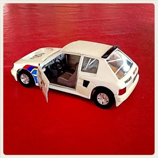 Rubrique miniature collection: Peugeot 205 turbo 16 Burago