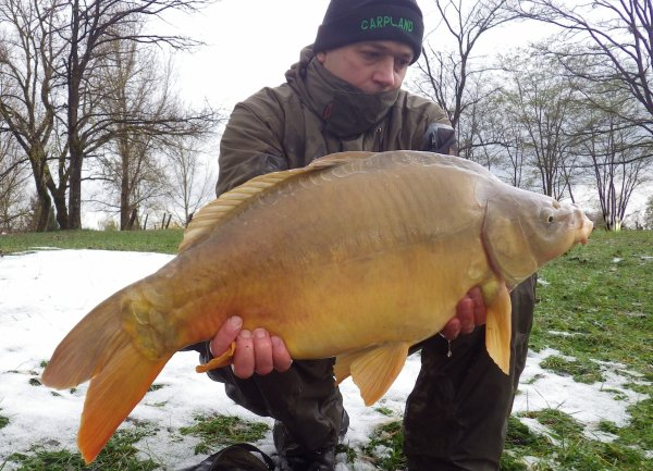pêche d'hiver en gravière