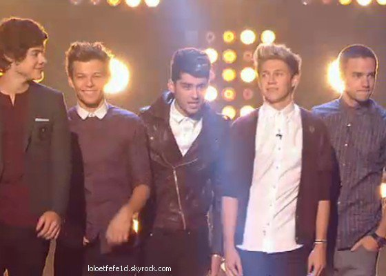 Les One Direction à X-Factor pour un super show!
