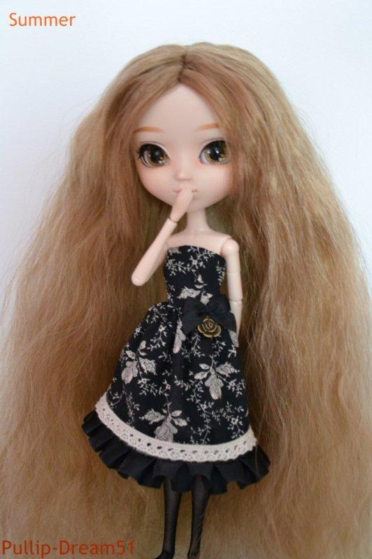 Petites photos de Summer dans une jolie petite robe