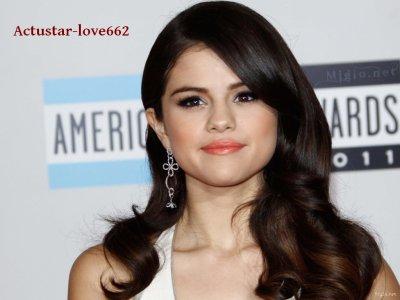 Selena Gomez bouleversée par la fausse couche de sa mère
