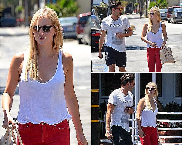 24/07/14 - Claire a été aperçue faisant du shopping à Fred Segal avec Nick, à West Hollywood.  J'adore cette tenue que porte Claire, le pantalon rouge lui va super bien. Je rappelle que Nick est son ami et son coach sportif.