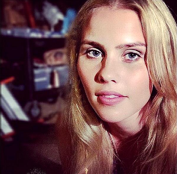 Découvrez une nouvelle photo de Claire sur le set de la série Aquarius ce 25 juillet 2014.