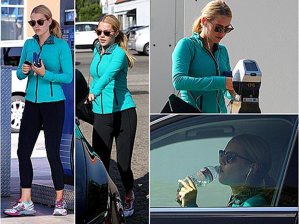 10/11/14 - Claire a été aperçue marchant puis se rendant dans un magasin, à West Hollywood.  Même en tenue de sport et pas maquillée, elle reste belle et a l'air énervée de voir les papz mais c'est compréhensible.