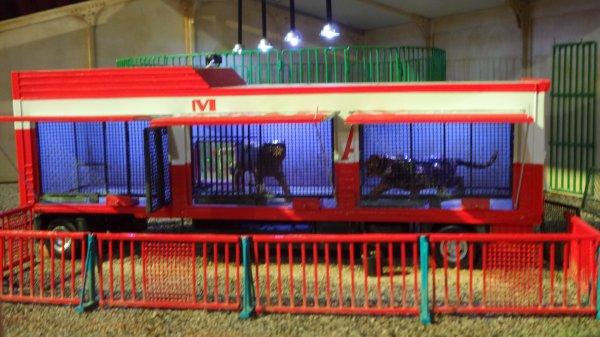 7ème Salon de la Maquette de Cirque - co-organisation Maquette club de Nemours et sa région & le CIRQUE D'HIVER BOUGLIONEd'Hiver (9)