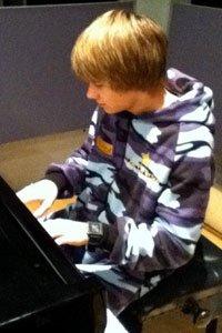 Liam au piano ♥