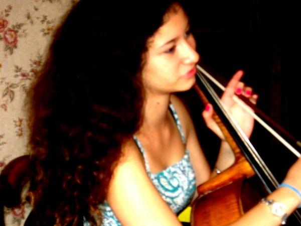 """Le violoncelle !! O______o""""  Je surkiff :D"""