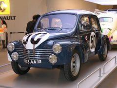 4cv n°50 dans une exposition auto