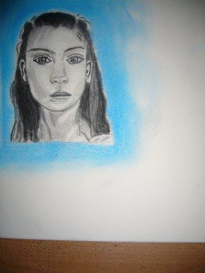portrait de face au crayon...