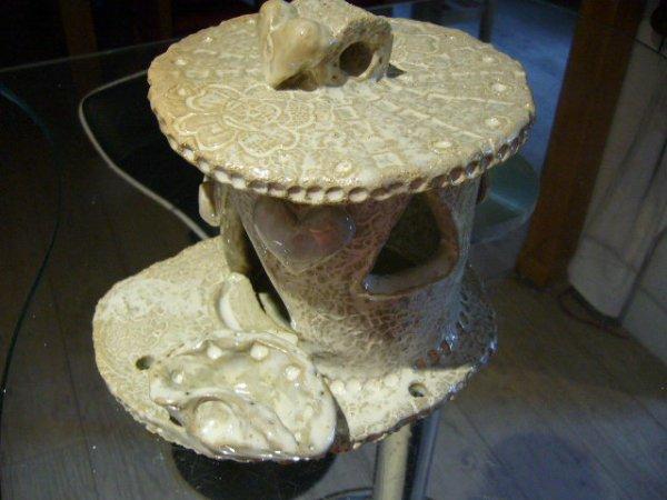 Je vous présente ma pièce réalisée en terre qui a été biscuitée ,émaillée et cuite .... excellent  <3