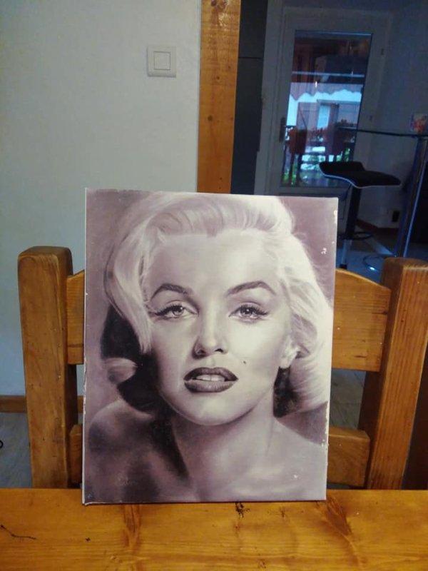 Et voici notre belle maryline emprisonnée sur ma toile a4