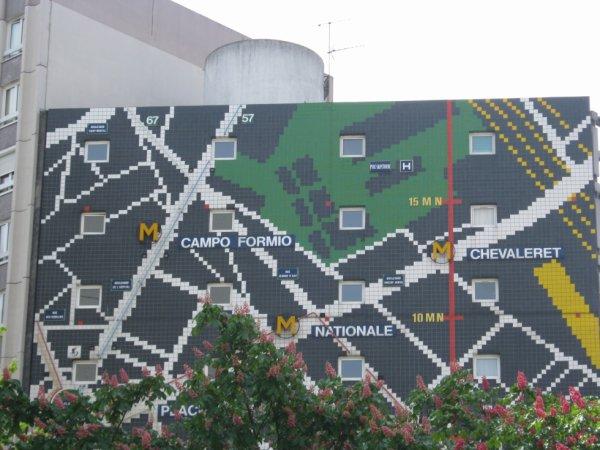 Un mur étonnant en plein Paris...