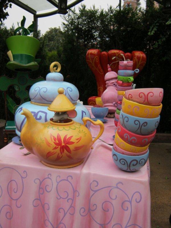 Un petit thé mes chers amis?