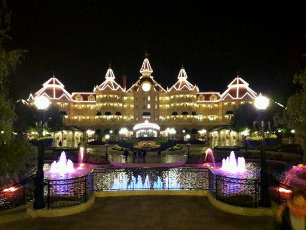 Rien à voir, c'est Disneyland Paris.