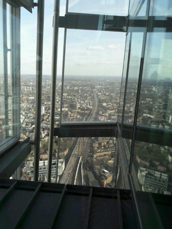 Photo prises depuis les parois transparentes de la tour.