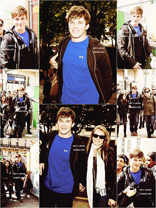 Le 04/05/2012 - Matt et Angela, sont arrivées à la gare du Nord à Paris. Ils partaient ensuite en direction de leur hôtel.Top : ✰✰✰✰