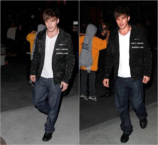 """Le 01/08/2011 -  Matt, était au Slapes Center, après avoir vu le match des """"The Lakers vs The Knicks"""". Style vestimentaire simple, mais qui lui va bien.Comment trouvez-vous Matt sur ses photos ?      Top: ✰✰✰✰✰"""