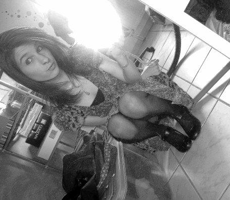 Mel. 17 ans. Célib'ܤ