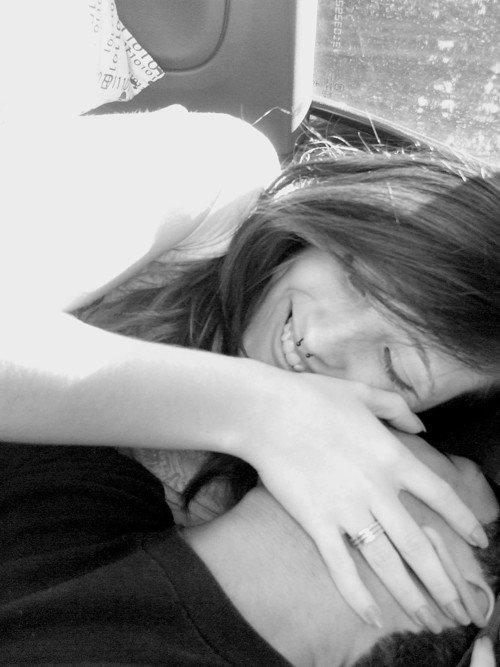 Ah et puis aussi, dès que tu t'en vas, tu me manques.. Et même quand t'es là et que tu regardes ailleurs, tu me manques aussi.