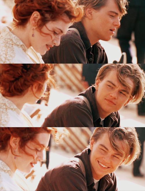 Tu sais, là je réalise à quel point je t'aime. Pas juste toi, mais tout. Ton odeur, tes mains, ton torse, ton rire... J'aime même tes ongles, la racine de tes cheveux.