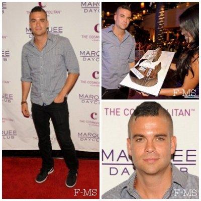 EVENTS  20 août 2011 - Mark fête son anniversaire à Las Vegas - Day and Night. Personnellement Mark n'est vraiment pas bien sur ces photos, les filles ont des portes-jartelles - STRIPTEASE ?, Aucun de ses ami(e)s de Glee. Un gros Flop pour lui même si il se rattrape avec la tenue du soir.