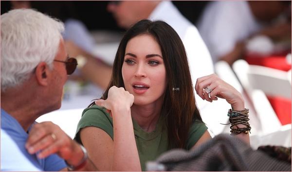 Megan & Brian se sont rendu à la 35e édition du Toyota Pro/Celebrity Race où Megan y a soutenu son mari qui y participait.  Je suis fan de son short mais c'est quoi ce haut ?