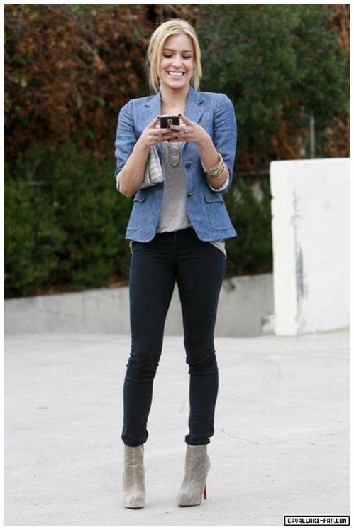 Quand elle sort ses bottines grises, je ne peux qu\u0027être fan de la tenue !  Dingue comme elles sont canons .. ♥ Par contre, j\u0027ai un peu de mal quand