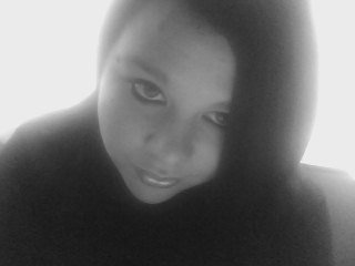 Le sourire aux lèvres, les larmes aux yeux, on souffre en silence pour faire croire qu' on va mieux