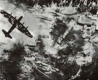 Vue aérienne du Berghof d'Adolf Hitler pendant un bombardement britannique, le 25 avril 1945