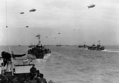 Colonnes de navires en route pour la Normandie