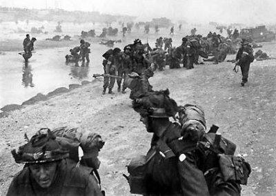 Des soldats britanniques à Sword Beach, le 6 juin 1944