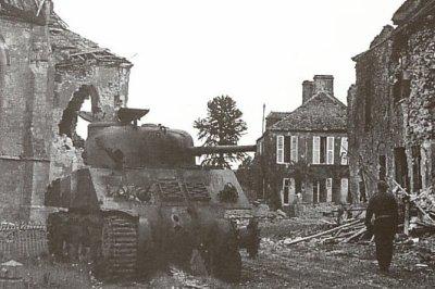 Un tank Sherman détruit à Villers-Bocage