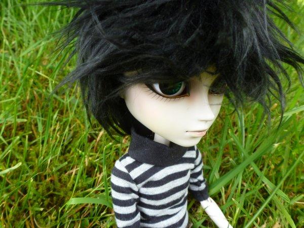 Dans l'herbe après la custo!