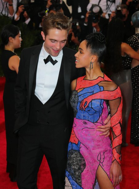 Met Gala 2015 - Robert Pattinson et FKA Twigs : le premier tapis rouge du New Couple