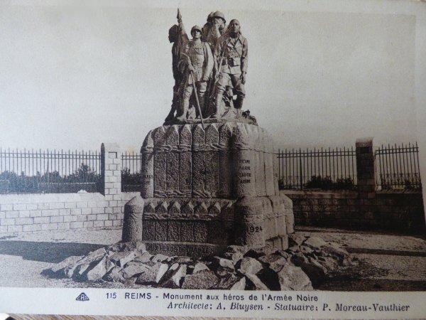 Cartes postales anciennes - Monuments aux morts de l'armée noire