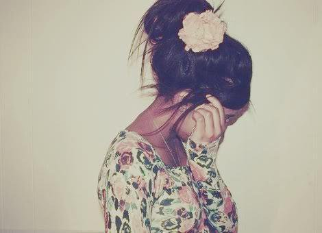 L'amour naît dans un regard , grandis dans un baiser et meurs dans une larmes ..