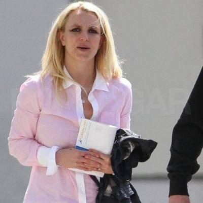 11-03 – Britney de sortie avec Jason et Jayden à LA