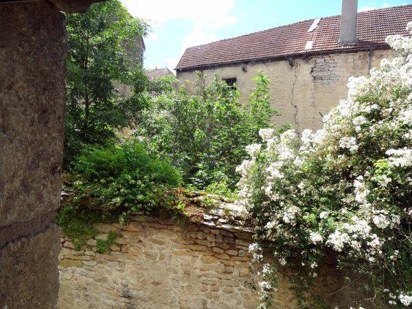 """Flavigny-sur-Ozerain, Côte d'Or, un des"""" plus beaux villages de France"""""""