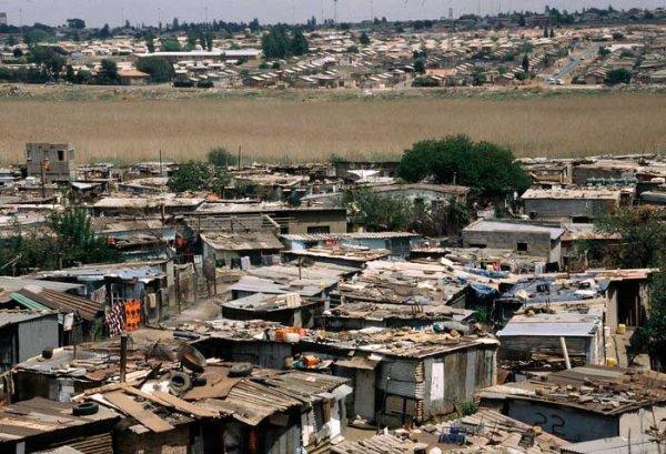 Que ce que Mandela A fait pour les noirs de l'Afrique du sud et les Africains en general?