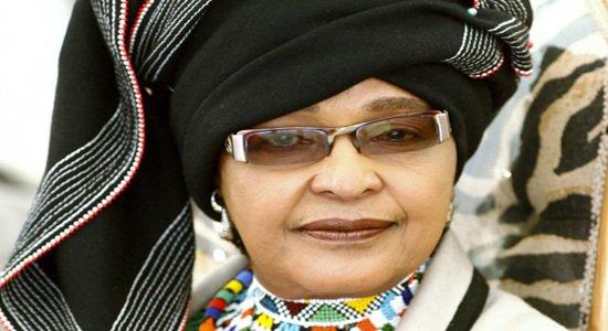 Winnie Mandela reconnait avoir trompé Nelson Mandela dans son adieu à Madiba